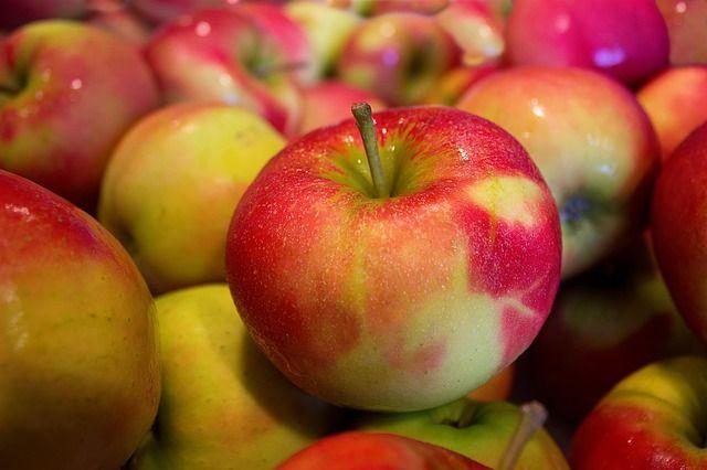 Apfel frisch mit Küchenabfall (1 Stück = ca. 150g)