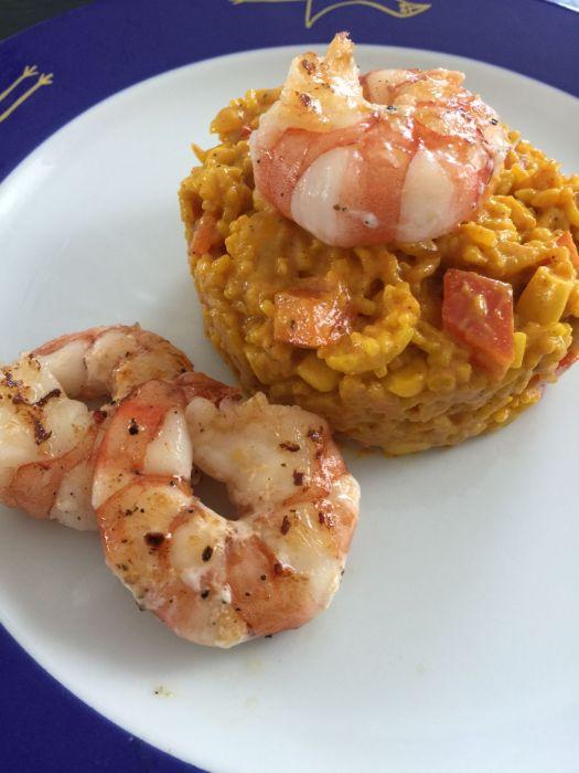 Reissalat mit Curry und Gambas